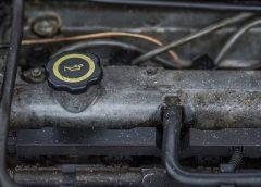 Hoe moet je het olieniveau van je auto peilen?